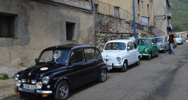 La XXVIII Trobada de cotxes d'època de Berga es vesteix de SEAT