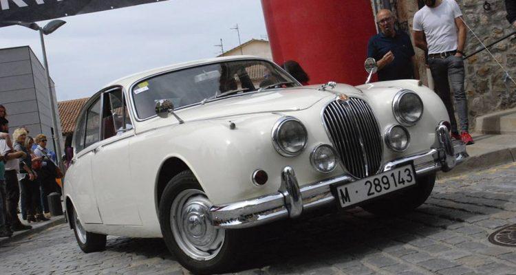 120 coches en la Trobada de Clàssics i Mítics de Moià